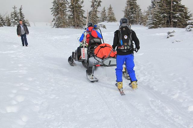 Lyžování na technickém sněhu má svá specifika